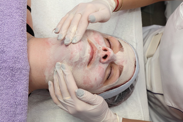 Try our effective anti-acne facial today